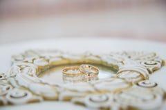 Обручальные кольца с отражением в зеркале Стоковое Изображение