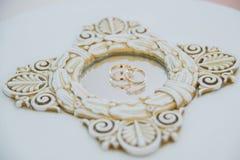 Обручальные кольца с отражением в зеркале Стоковое фото RF