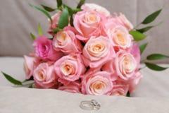 2 обручального кольца сделанного из белого золота Стоковое Фото