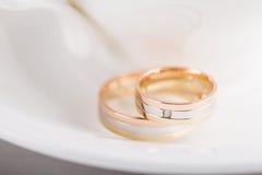3 обручального кольца цвета золотых Стоковые Фото