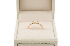 Обручальное кольцо в подарочной коробке Стоковые Фото