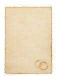 Обручальное кольцо и постаретая бумага Стоковая Фотография