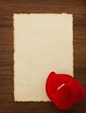 Обручальное кольцо и постаретая бумага Стоковые Фотографии RF