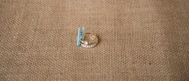 Обручальное кольцо на предпосылке стоковое фото