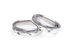 Обручальные кольца белого золота с диамантами Стоковая Фотография