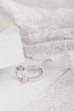 Обручальные кольца в белом золоте Стоковая Фотография RF