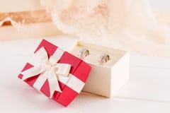 Обручальные кольца в подарочной коробке Стоковое Изображение