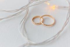 Обручальные кольца и света Стоковые Фото