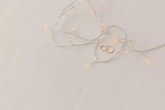 Обручальные кольца и света Стоковое Фото