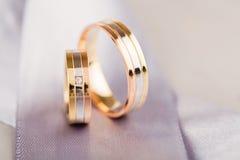 Обручальные кольца крупного плана золотые Стоковое Изображение RF