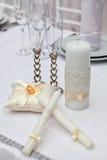 Обручальные кольца, стекла и свечи Стоковые Фотографии RF