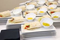 Обручи сыра и tortilla цыпленка с погружением Стоковые Изображения