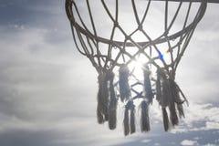 Обруч баскетбола пересеченный лучами солнца Стоковая Фотография