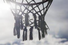 Обруч баскетбола пересеченный лучами солнца Стоковая Фотография RF