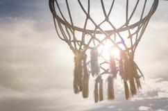 Обруч баскетбола пересеченный лучами солнца Стоковое Изображение