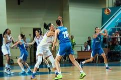 обруч игры летания баскетбола шарика Стоковые Изображения RF