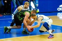 обруч игры летания баскетбола шарика Стоковая Фотография