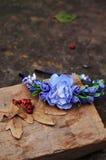 Обруч от цветков, венок с покрашенными цветками Handmade венок цветков на внешней стойке металла доступную Искусственные цветки,  стоковое изображение
