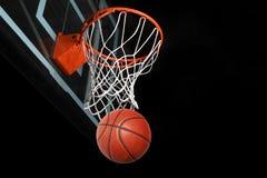 Обруч Basketaball идя Thorugh стоковое изображение rf