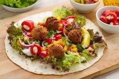 Обруч Falafel с veggies стоковое фото rf