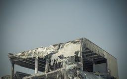 Обрушенное здание после большого землетрясения Стоковое фото RF