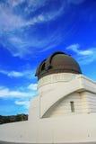 Обсерватория Griffith с голубым небом Стоковые Фотографии RF