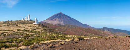 Обсерватория Izana астрономические и вулкан Teide стоковые изображения rf
