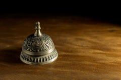 Обслуживайте колокол на древесине Стоковая Фотография