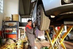 обслуживание автомобиля стоковое фото