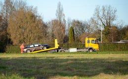 Обслуживание дороги выручает неполноценный автомобиль Стоковые Фотографии RF