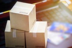 Обслуживание онлайн поставки электронной коммерции концепции покупок покупая Squa Стоковые Фото
