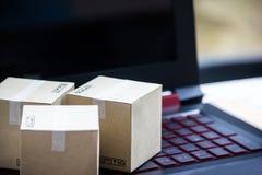 Обслуживание онлайн поставки электронной коммерции концепции покупок покупая Squa Стоковое фото RF