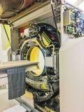 Обслуживание ремонтируя и проверяя машину развертки CT томографии компьютера в больнице для наличия обслуживаний стоковое изображение