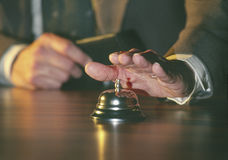 обслуживание человека колокола звеня Стоковые Фотографии RF
