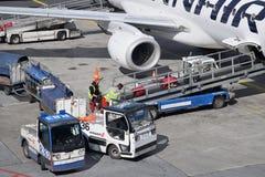 Обслуживать воздушных судн на авиапорте Хельсинки-ванта стоковая фотография rf