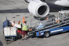 Обслуживать воздушных судн на авиапорте Хельсинки-ванта стоковое фото rf