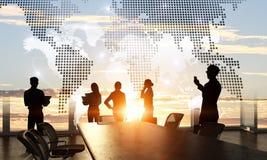 Обсуждать политику международного партнерства Мультимедиа Стоковые Изображения RF
