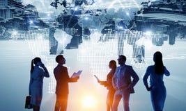 Обсуждать политику международного партнерства Мультимедиа Стоковое Изображение RF