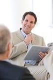 обсуждение бизнесмена имея Стоковое Изображение