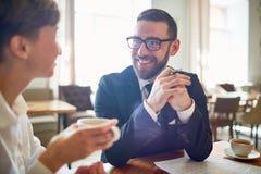 Обсуждение чашкой чаю Стоковые Фотографии RF