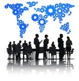 Обсуждать бизнесменов и голубое картоведение иллюстрация вектора