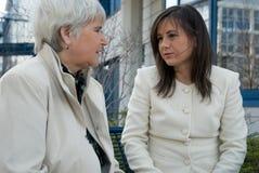 обсуждать женщин Стоковая Фотография