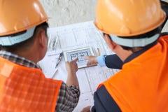 Обсуждать план строительства Стоковые Изображения RF