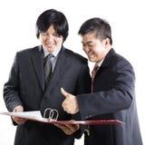 Обсуждение 2 бизнесменов Стоковое Фото