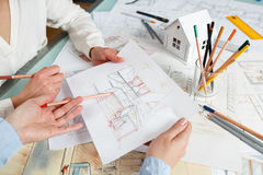Обсуждение внутренних чертежей руки Стоковое фото RF