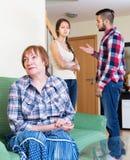 Обсуждение детей взрослых с зрелой матерью Стоковое Изображение