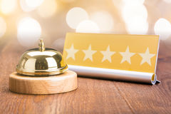 Обслуживайте колокол около карточки формы 5 звезд стоковые фотографии rf