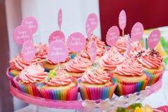 Обслуживание дня рождения для маленькой девочки Стоковые Фото