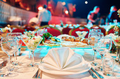 Обслуживание события ресторанного обслуживании установите таблицу на партию стоковое изображение rf
