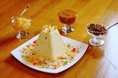 Обслуживания пасхи Десерт творога Стоковое фото RF